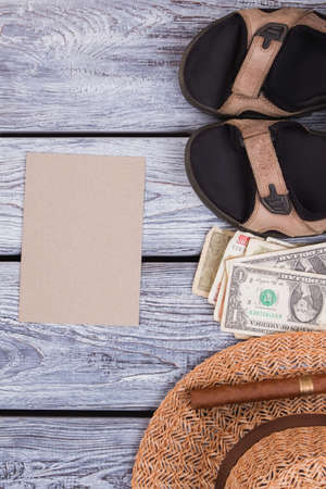 Summer clothes and accessoires with beige paper. Top view, flat lay. Woolden desk surface background. Stockfoto