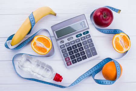Fitness and healthy lifestyle concept. Weight loss background. Calories counting. 免版税图像