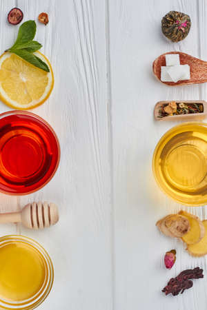 Tea setting on wooden background, top view. Ingredients for cooking healthy natural hot beverage. Stockfoto