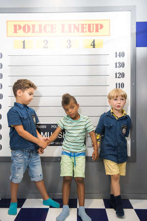 Little boys playing police in entertainment center. Police playground for kids. Banque d'images