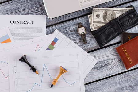 Contract, money and personal stuff. Building a business strategy. Banco de Imagens
