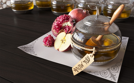 israel agriculture: Honey jar with apples and pomegranate for Jewish New Year Holiday Stock Photo