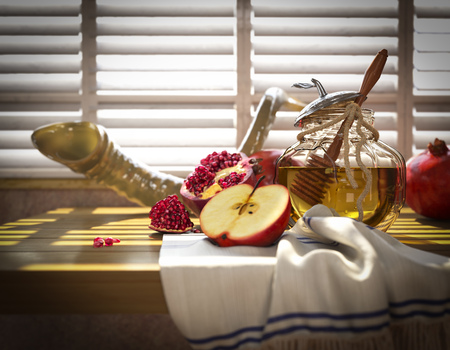 apple honey: Honey jar with apples and pomegranate for Rosh Hashana religious holiday
