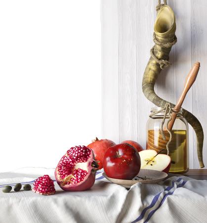 Honey jar with apples and pomegranate Rosh Hashana hebrew religious holiday 스톡 콘텐츠