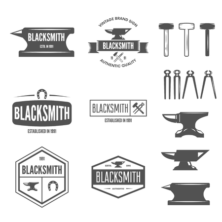 Ensemble d'éléments de logotypes vectoriels, étiquettes, badges et silhouettes pour forgeron
