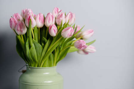 bouquet of Pink tulips in a floral shop Banco de Imagens - 137895205