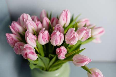 bouquet of Pink tulips in a floral shop Foto de archivo - 137895478