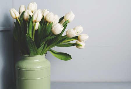 bouquet of tulips in front of spring scene. Copy space. Pattern Foto de archivo - 137895496
