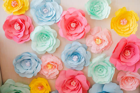 Handmade paper flowers on paper background, white and pink roses, decor for invitation Banco de Imagens