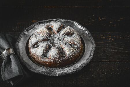 napkin ring: Cake with icing sugar with napkin in the vintage metal ring