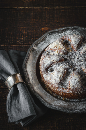 napkin ring: Cake with icing sugar with napkin in the vintage metal ring vertical