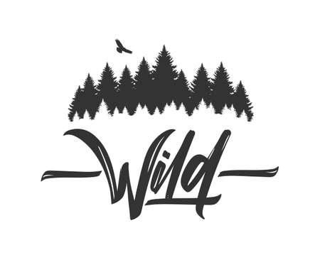 Ręcznie rysowane napis typu dzikiego z sylwetką lasu sosnowego i jastrząb. Kaligrafia pędzlem. Projektowanie typografii.