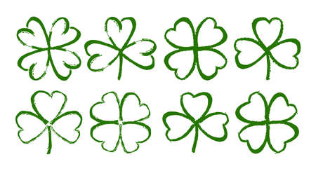 Vector illustration: Sketch line clover. Set of Hand drawn brush shamrocks on white background. Иллюстрация