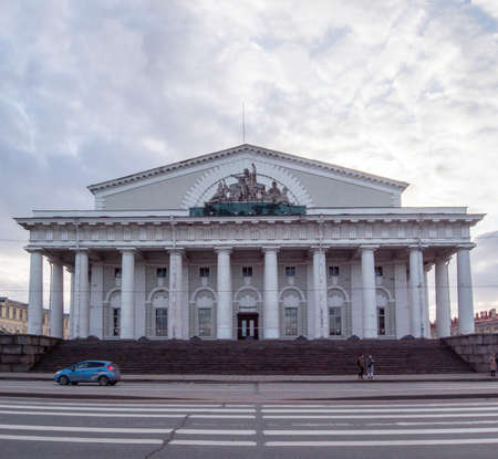 portico: The building of the Commodity Exchange in St. Petersburg. The historical center of the city. architectural monument.