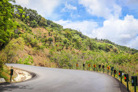 landscape road curve costa rica clouds Foto de archivo - 102200240