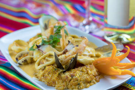 Peruvian food: arroz con mariscos Foto de archivo - 102200294