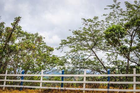 Beautiful view of rural landscape. costa rica under cloudy sky. Foto de archivo - 102217124