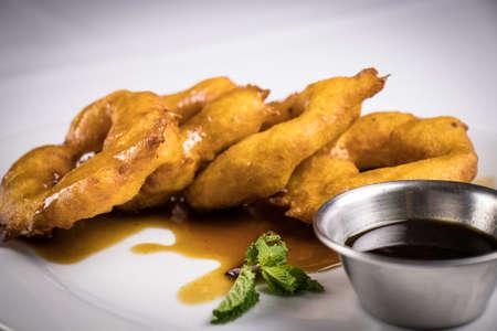 peruvian food: picarones with honey Foto de archivo - 104499052