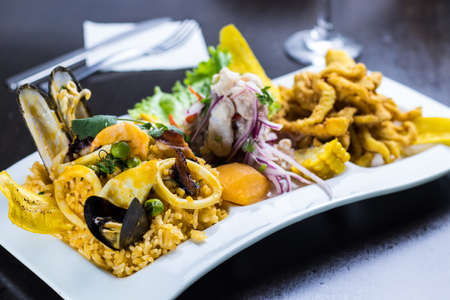 peruvian food: Rice with seafood Foto de archivo - 104499059