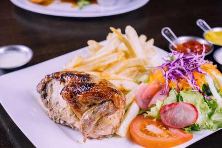 Peruvian food: Grilled chicken Foto de archivo - 104499066
