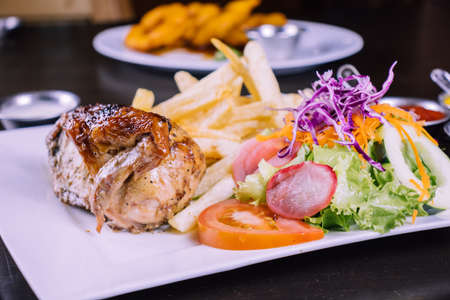 Peruvian food: Grilled chicken Foto de archivo - 104499078