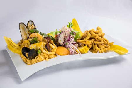 peruvian food: Rice with seafood Foto de archivo - 104499091
