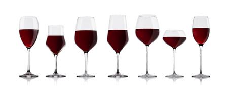 6a48282e58092c  89527407 - Glazen rode wijn op witte achtergrond met reflectie