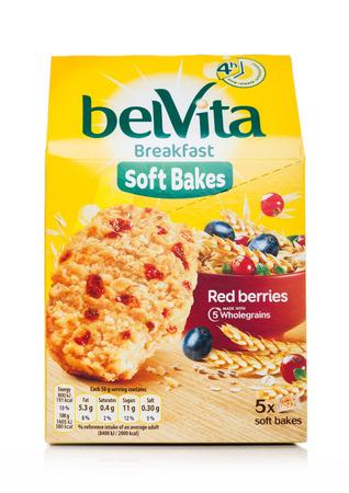 LONDON, UK - MAY 29, 2019: Pack of Belvita Breakfast soft bakes cookies with red berries on white. Banco de Imagens - 124998805