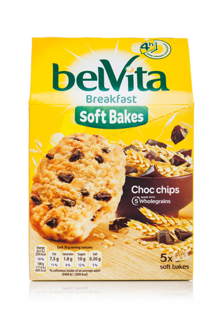 LONDON, UK - MAY 29, 2019: Pack of Belvita Breakfast soft bakes cookies with choco chips on white. Banco de Imagens - 124998808