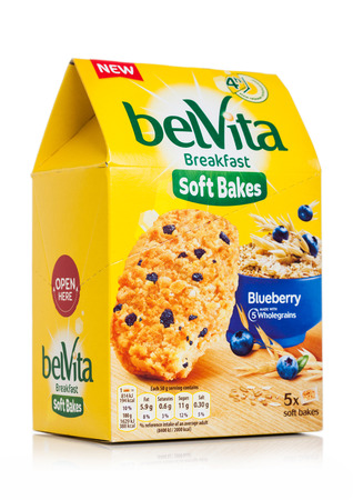 LONDON, UK - MAY 29, 2019: Pack of Belvita Breakfast soft bakes cookies with blueberries on white. 스톡 콘텐츠 - 124998810