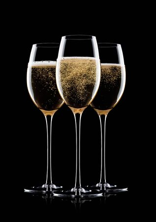 Elegant glasses of yellow champagne with bubbles on black background with reflection Stok Fotoğraf