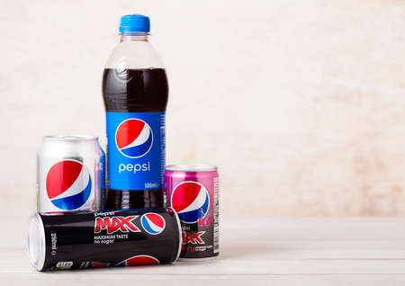 LONDON, UK - AUGUST 03, 2018: Plastic bottle and aluminum cans of Pepsi Max and diet soft drink on wood.American multinational food and beverage company Redakční