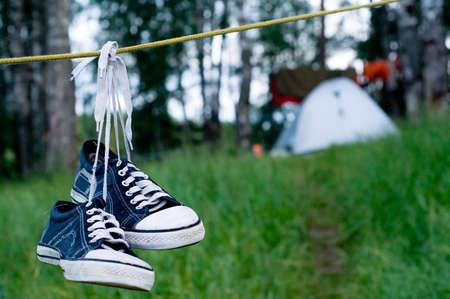 obóz: Namiot ustawiona dla wyżywienia w drewno  Zdjęcie Seryjne