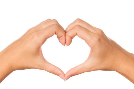 corazon en la mano: Mujer mano haciendo firmar coraz�n aislado en fondo blanco