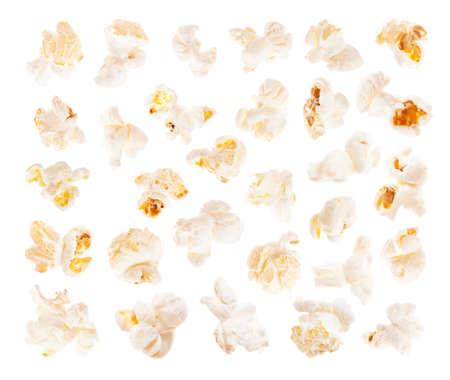 palomitas de maiz: Un rebanadas de palomitas de ma�z saladas aisladas sobre fondo blanco