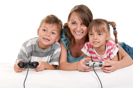 mama e hijo: Familia feliz - madre e hijo jugando un juego de video