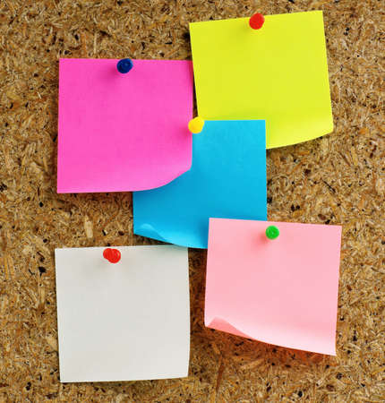 cork board: Note paper with push pins on noticeboard Stock Photo