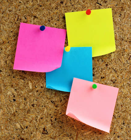 letter memo: Note paper with push pins on noticeboard Stock Photo