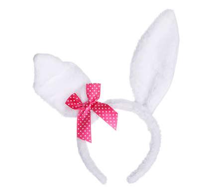 lapin blanc: Oreilles de lapin de P�ques avec l'arc rouge isol� sur fond blanc