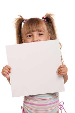 enfant maillot: Petite fille belle porte maillot rose de maintien vide tableau blanc isol� sur fond blanc