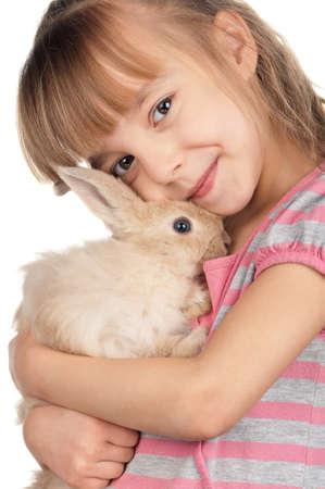young rabbit: Image concept de Pâques. Portrait de petite fille heureuse de lapin adorable sur fond blanc. Banque d'images