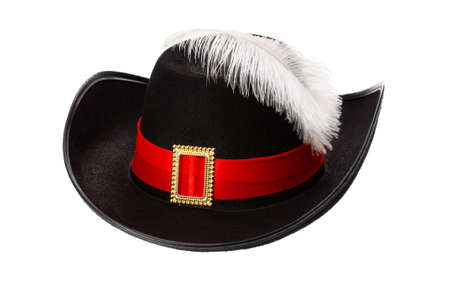 mosquetero: Sombrero negro con plumas y cintas aisladas sobre fondo blanco