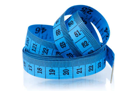cinta de medir: Cinta m?trica de la medida sobre el fondo blanco