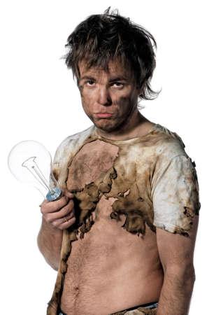 descarga electrica: Retrato del electricista gracioso sobre fondo blanco
