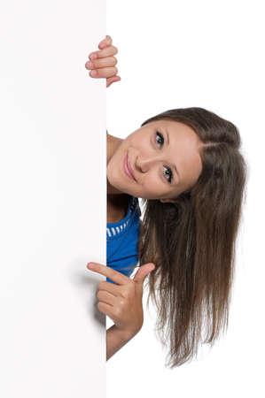집게 손가락: 흰색 배경에 고립 된 흰색 빈 아름 다운 십 대 소녀 스톡 사진