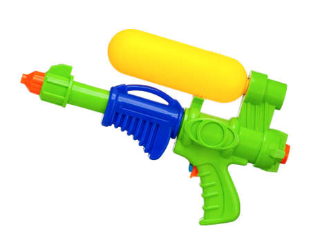 bomba de agua: Pistola de agua de Plastic aislado en fondo blanco