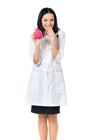 einlauf: Fröhliche junge Ärztin mit Einlauf, isoliert auf weißem Hintergrund