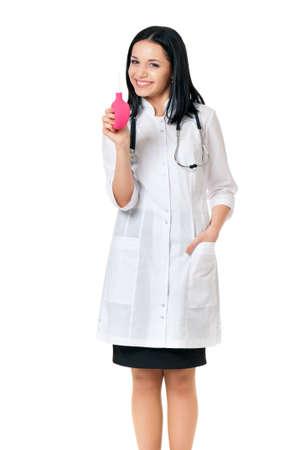 einlauf: Junger weiblicher Doktor mit Einlauf, isoliert auf wei�em Hintergrund