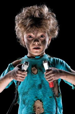 descarga electrica: Boy tiene una descarga el�ctrica sobre fondo negro Foto de archivo