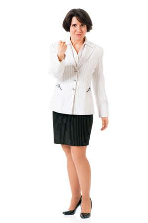 Verärgerte Geschäftsfrau mit der Faust drohen, isoliert auf weißem Hintergrund. Humorvoll Porträt Faust junge Frau zeigt unzufrieden. Standard-Bild